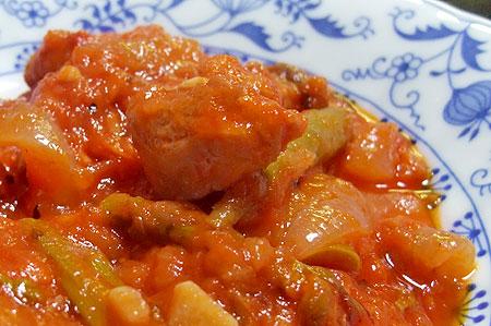 鶏もも肉のトマト煮込み