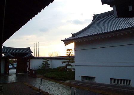 夕闇迫る関宿城