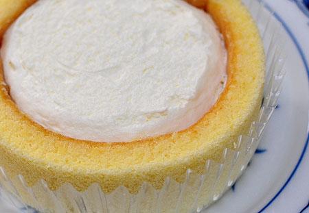 ローソンのプレミアムロールケーキ