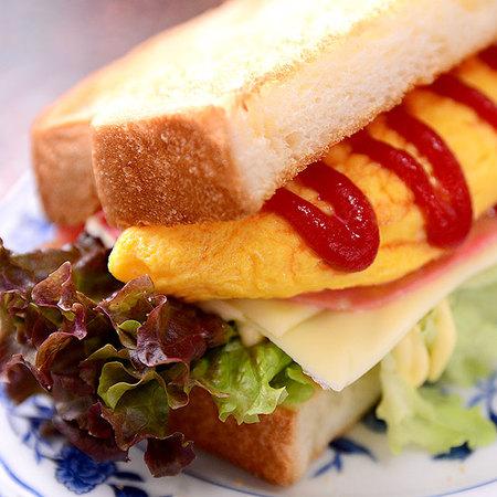 egg omelet sandwich